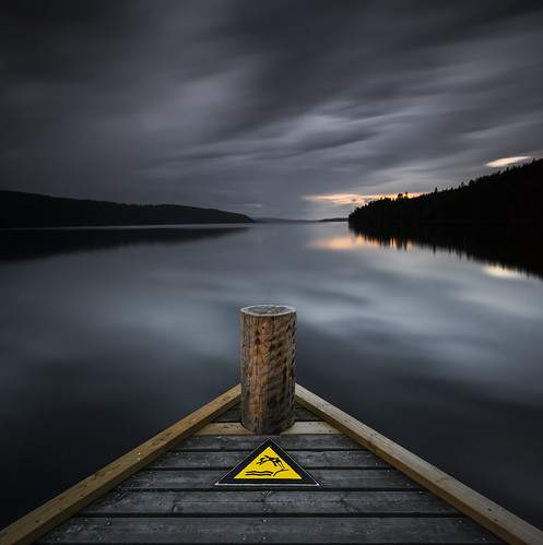 longexposure sunset lake reflection water sign clouds warning reflections dark square landscape mirror pier lowlight nikon triangle pointy sundown cloudy sweden outdoor jetty august tip le mirrored fx dim nodiving grad squarecrop vr highiso kil d800 brygga värmland 1635 blackglass 1635mm gnd iso1000 2013 hagudden fryken leefilters lenr mellanfryken bigstopper davidolsson 06hard 1635vr gunnarsby