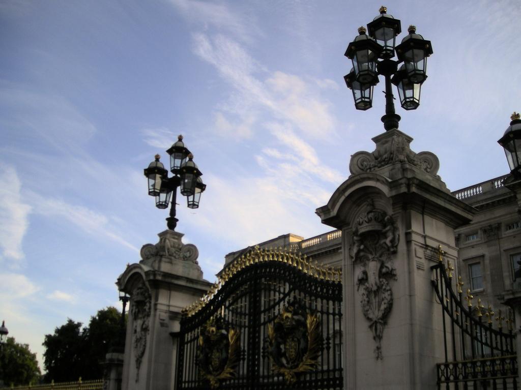 3. Verja de entrada de palacio. Autor, Heidigoseek