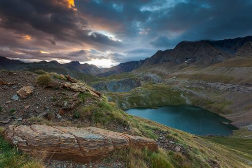 morning lake mountains sunrise lago dawn spain huesca cloudy pyrenees pirineos panticosa hozdejaca aragón ibóndeasnos sierradetendeñera