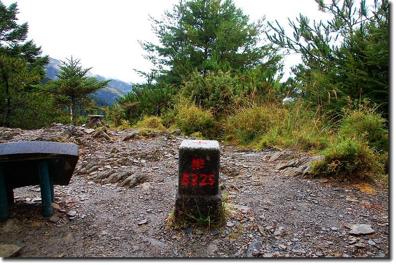 審馬陣山三等三角點(# 6325 Elev. 3141 m) 3
