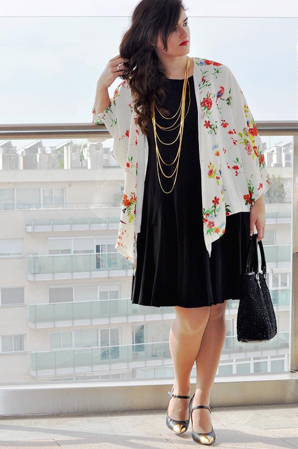 something fashion, fashion blogger wearing kimono, aupie, pointed toe heels, vintage necklace