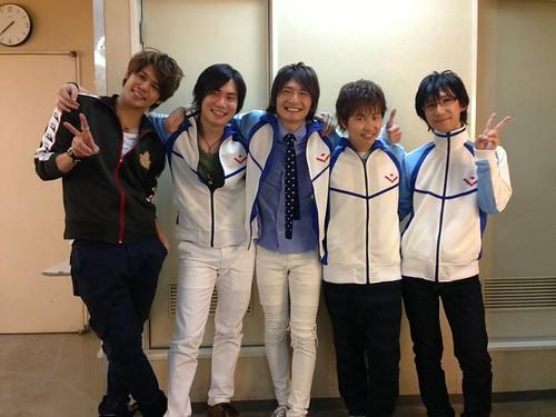 140127(2) - 長相青春、身材魔鬼的高中生美男競泳電視動畫《Free!》將推出第二期、5位聲優合影慶祝!