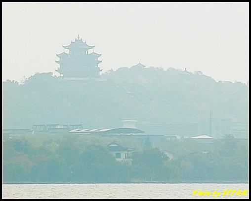 杭州 西湖 (其他景點) - 133 (從白堤上看吳山天風上的城隍閣)