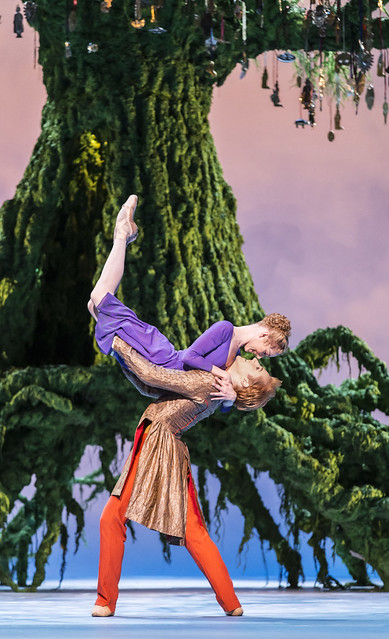 Sarah Lamb as Perdita and Steven McRae as Florizel in The Winter's Tale © ROH / Johan Persson, 2014