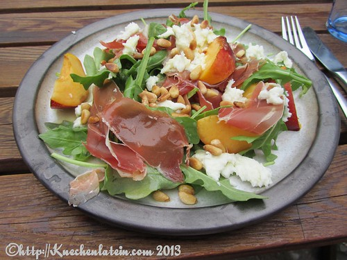 Nektarine, Schinken und Mozzarella Salat
