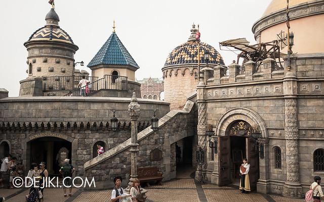 Tokyo DisneySea - Mediterranean Harbor / Magellan's / Fortress Courtyard