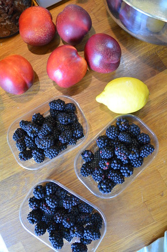 blackberry_nectarine_cobbler_fruit