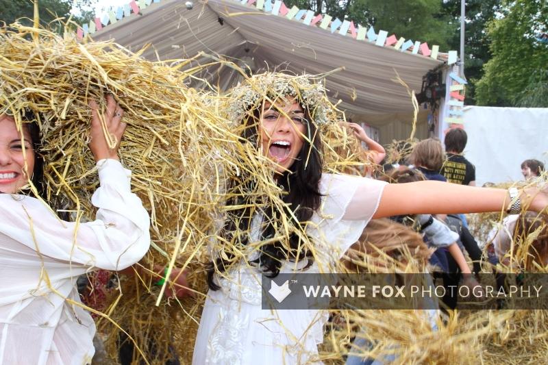 Klatsch Band - hay fight