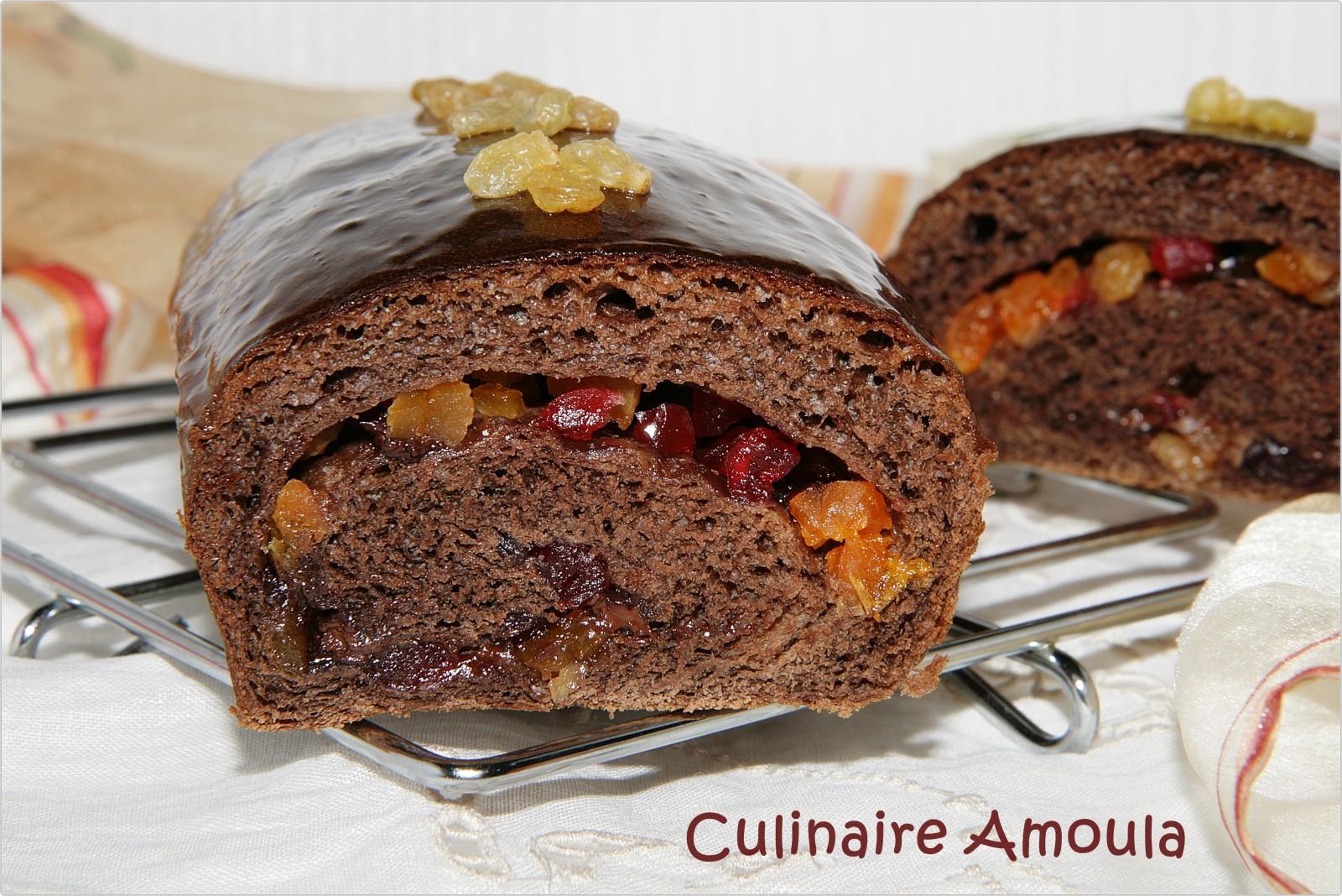 Brioche aux fruits secs et au chocolat  http://www.culinaireamoula.com/article-brioche-aux-fruits-secs-et-au-chocolat-119538077.html