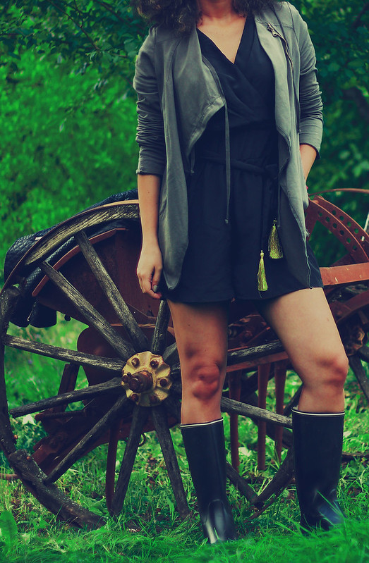 street style: rainy boots