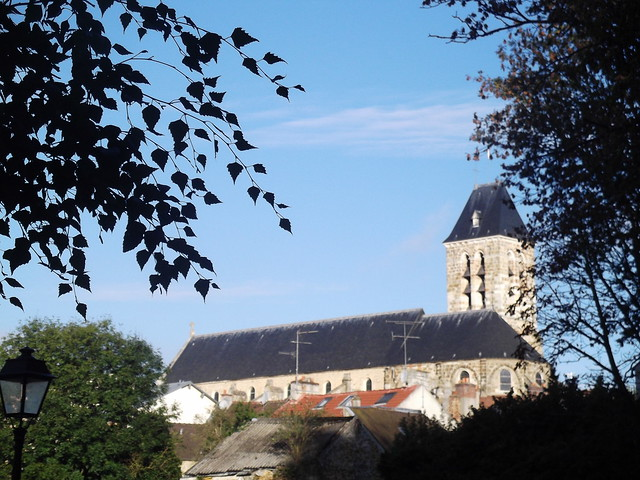 Eglise Saint-Pierre d'Arpajon sous le soleil d'octobre