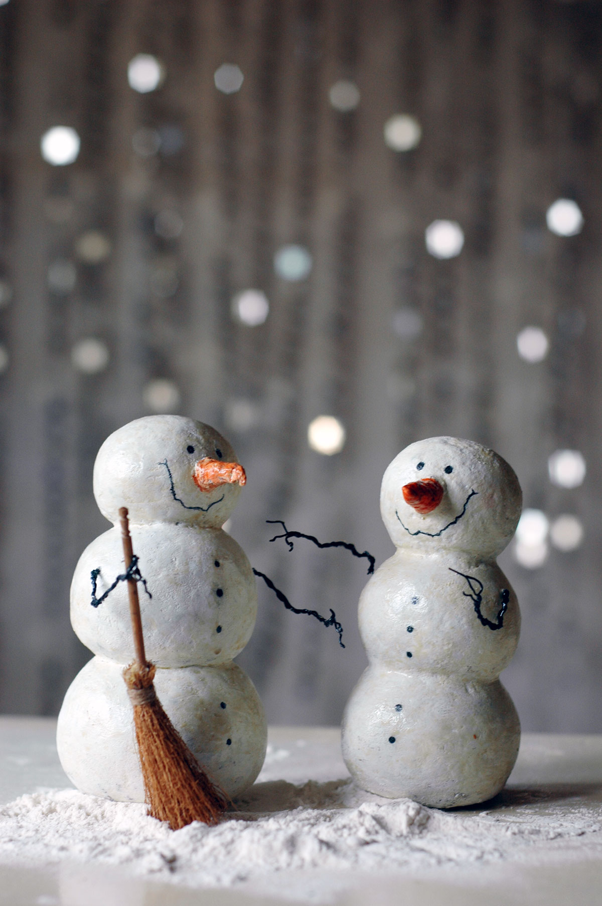 Lazar papier mache snowman family for Things to make with paper mache