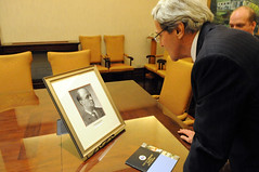 Secretary Kerry Examines the Portrait of a Relative Connected to the Philippines