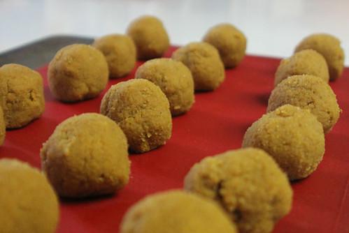 Paleo Vegan Pumpkin Cake Balls - Balls