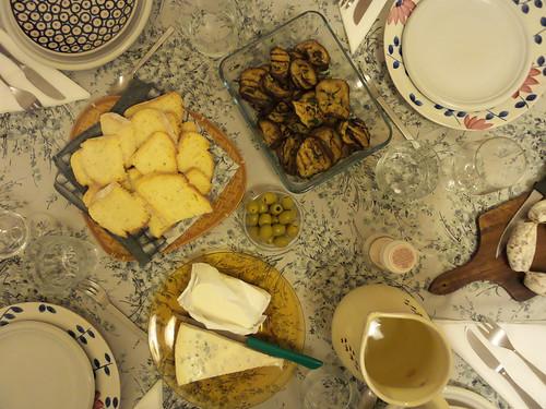 Le olive al centro del tavolo by Ylbert Durishti