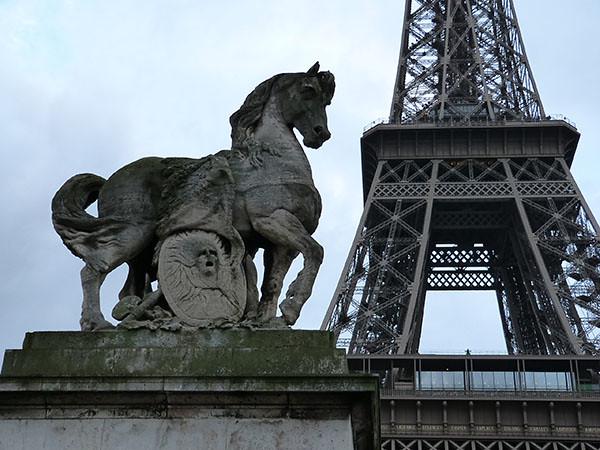 cheval et bouclier