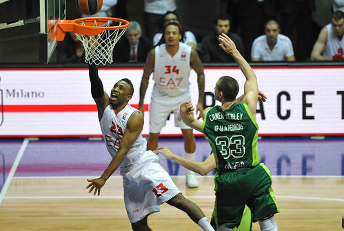 Defense and aggressiveness: that's Olimpia's ball!