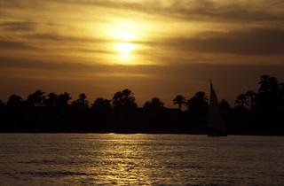 Ägypten 1999 (767) Luxor: Sonnenuntergang am Nil