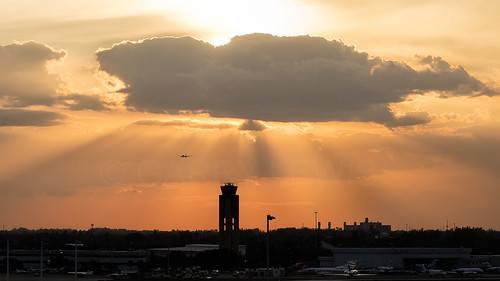 fll kfll ftlauderdale florida usa unitedstates america hollywoodairport aircraft airliner airplane aeroplane jet plane aviation avion flugzeug airport tower sunset sky clouds controltower canon eos 5dmarkiv tamron 150600f563divcusdg2