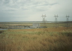 wetland(0.0), outdoor structure(0.0), transport(0.0), wind(0.0), wind farm(0.0), tower(0.0), prairie(1.0), horizon(1.0), polder(1.0), field(1.0), plain(1.0), transmission tower(1.0), natural environment(1.0), electricity(1.0),