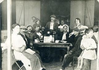 Maroc, vers 1920, dans un café