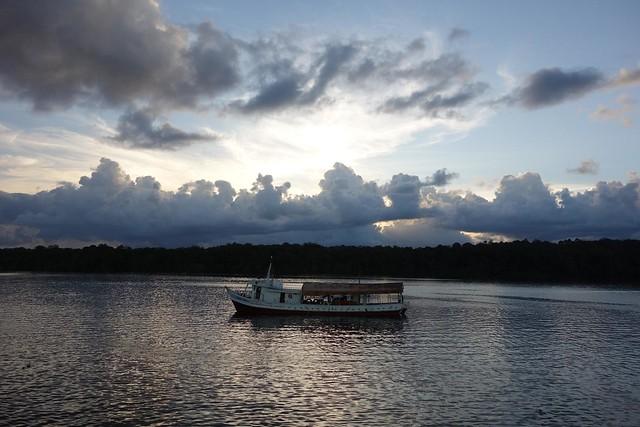 O Pôr-do-Sol junto ao rio
