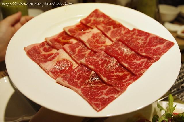 【台中西屯區】屋馬燒肉料亭/中港店美得冒泡的肉@ 佚起走吧 ...