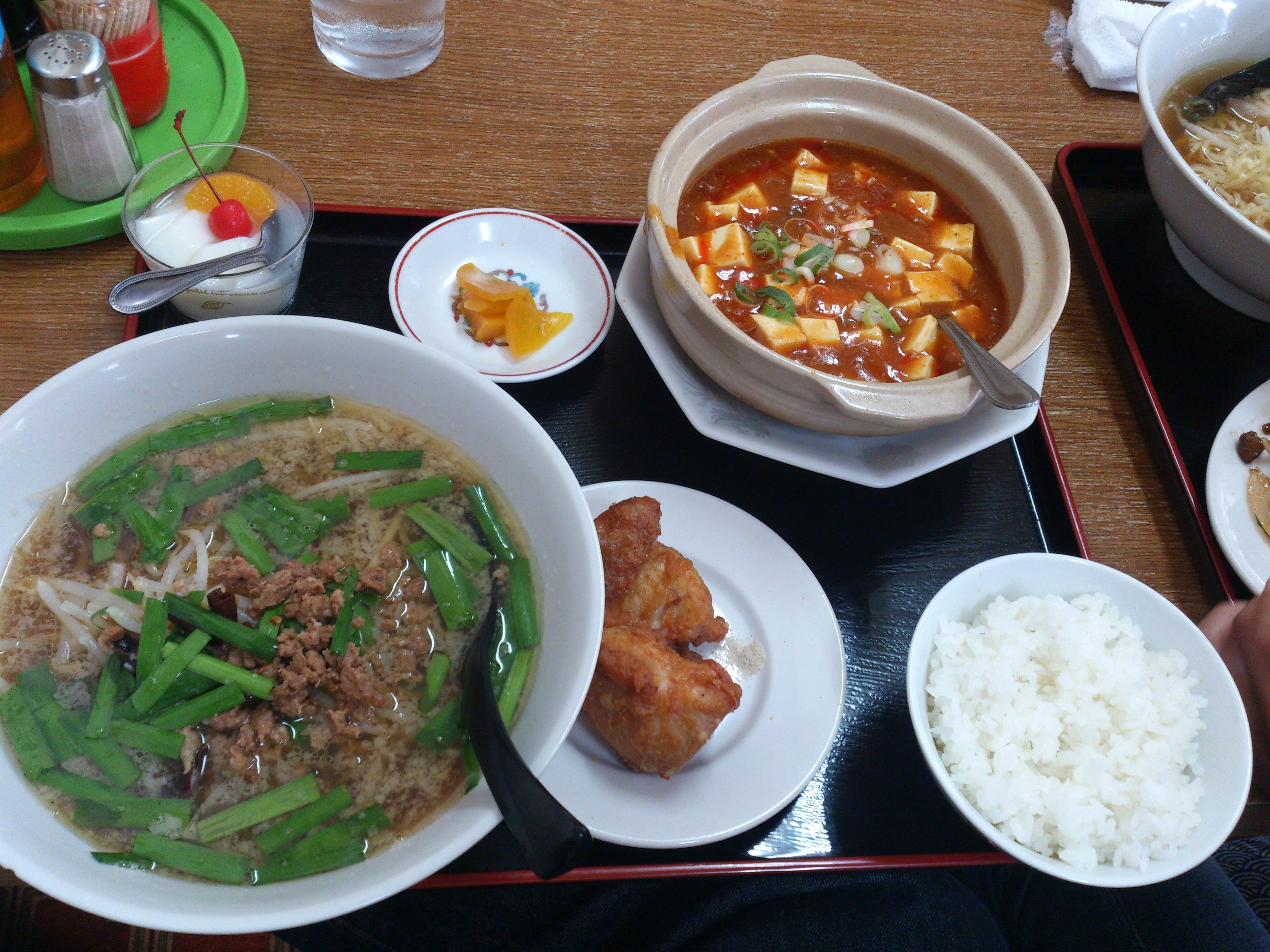 担々麺とミニ麻婆豆腐(唐揚げ付き)
