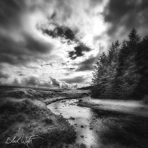 skye eau riviere ciel arbres 99 lumiere nuages slt noirblanc ecosse noire iles carre thephotographyblog