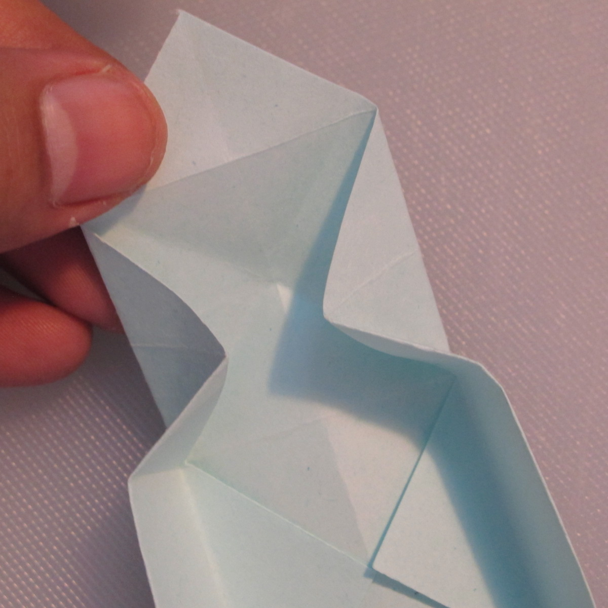 วิธีพับกระดาษเป็นรูปกล่อง 010