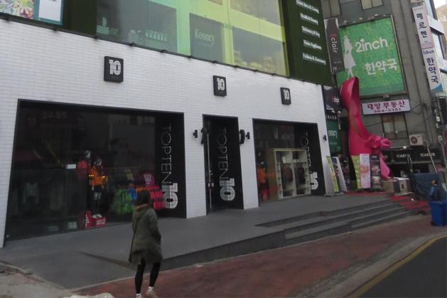 黎花女人街著名高跟鞋地標