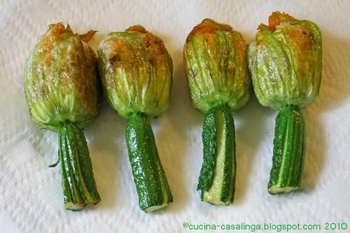 Zucchinibluete abtropfen