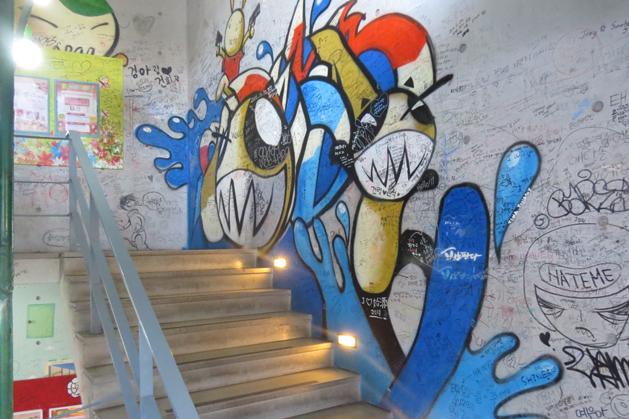 粉酷的Ssamziegil樓梯間塗鴉