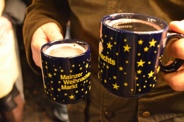 Mainz Weihnachtsmarkt Gluhwein mugs