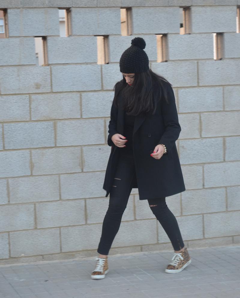 florencia blog total black look red boz bag print sneakers (7)