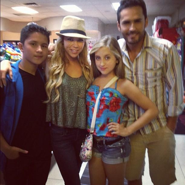Gaby Borges con Fabian Rios, Ximena Duque y Andres Cotrino cenando ...