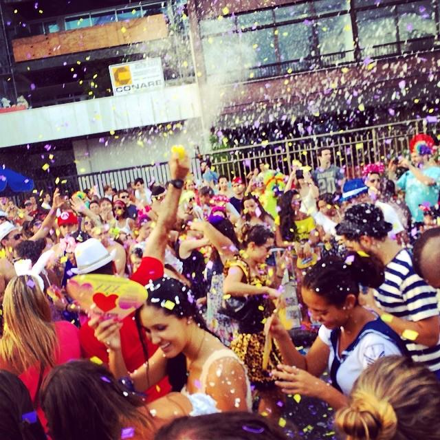 Que alegriaaaa o Carnaval! Let the blocos, happiness, parades, dancing etc continue!!! #carnaval #rio #brasil #blocos