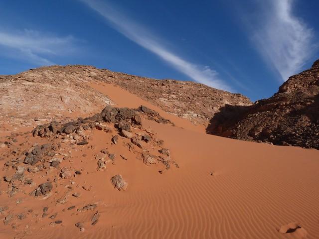 Paso de Aqaba en la meseta de Gilf Kebir (Desierto Líbico, Egipto)