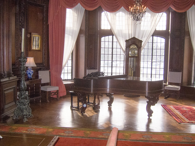 Casa Loma piano room
