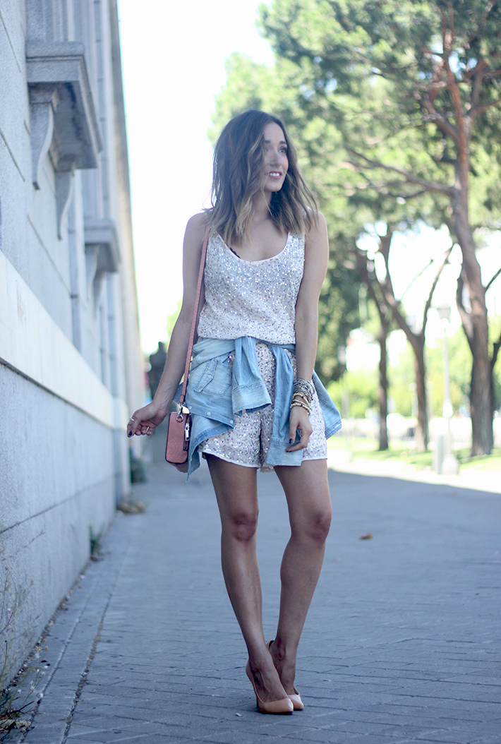 shorts and top with sequins summer outfits12