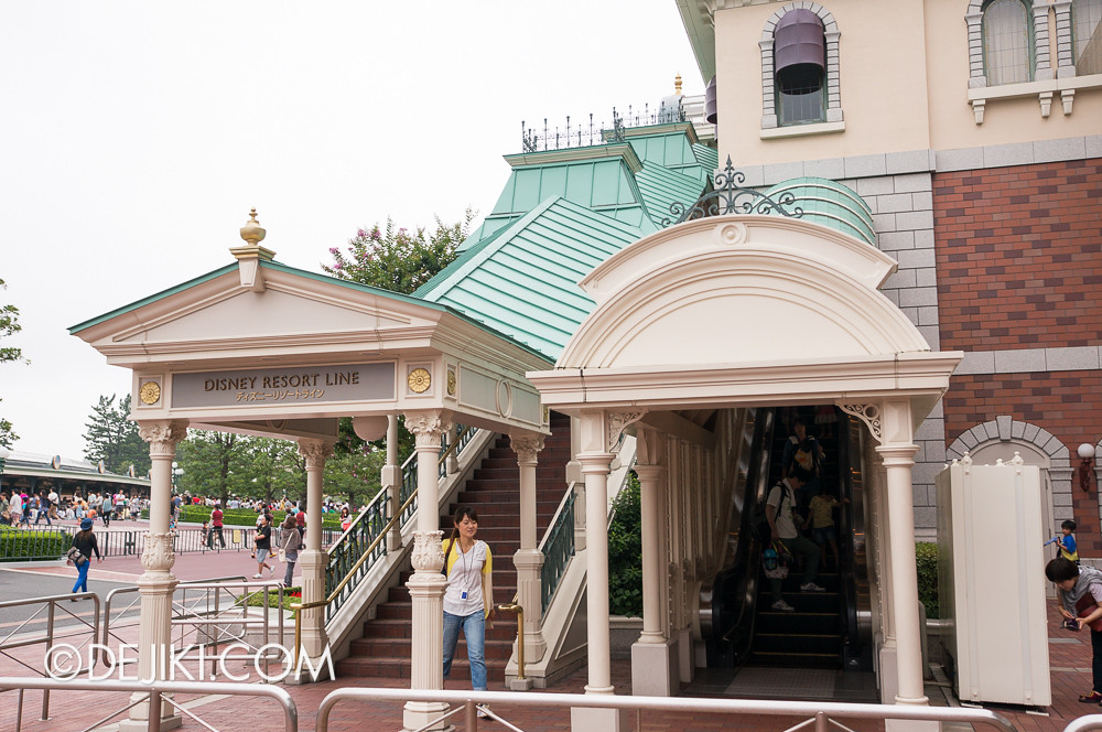 Tokyo Disney Resort - Disney Resort Line - Tokyo Disneyland Station