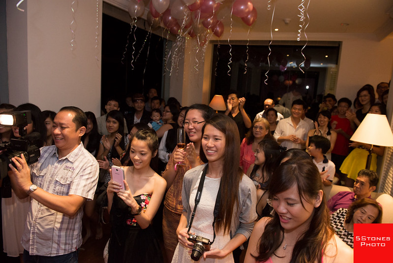 A hall full of guests celebrated Gwen's coming of age together with her at her birthday bash.