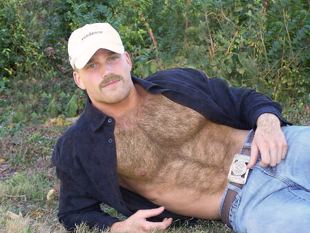 Hairy blonde man gets gay rub cums first
