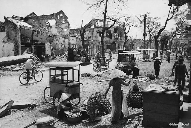 Huế 1969 - Dấu tích trận chiến Mậu Thân '68 - Photo by Marc Riboud