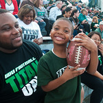 hmc031 -- Football fans Derral Anderson and his nephew, 5-year-old Tashawn Bouie.