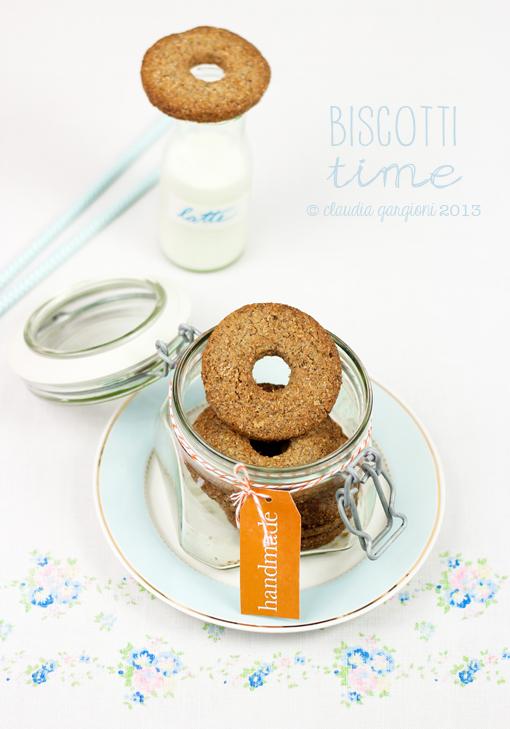 biscotti integrali con il buco