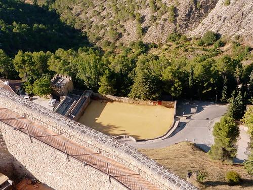 Die Stierkampfarena von Segura de la Sierra vom Kastell gesehen