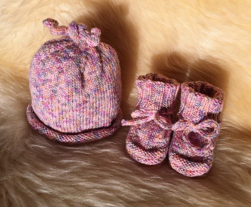 Squiggly Baby Booties by Beatrixknits
