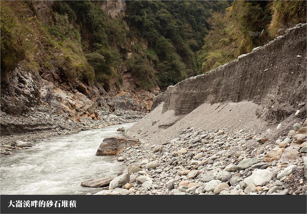 大崙溪畔的砂石堆積