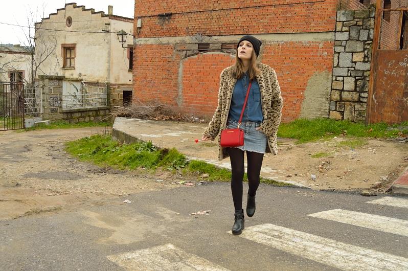 lara-vazquez-madlula-blog-fashion-streetstyle-leopard-coat-denim-outfit